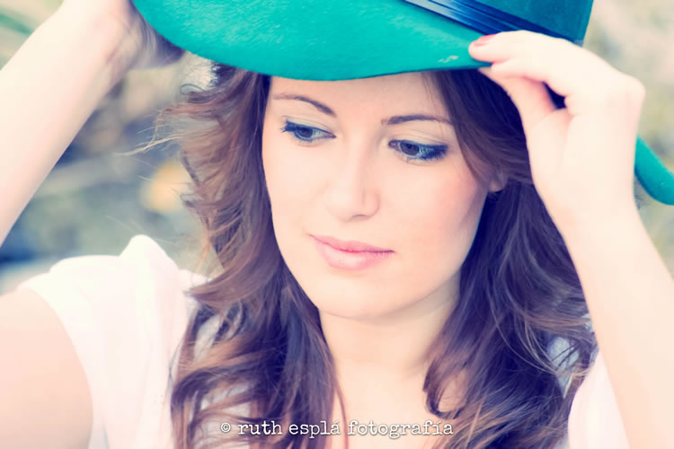 fotografía romántica con sombrero